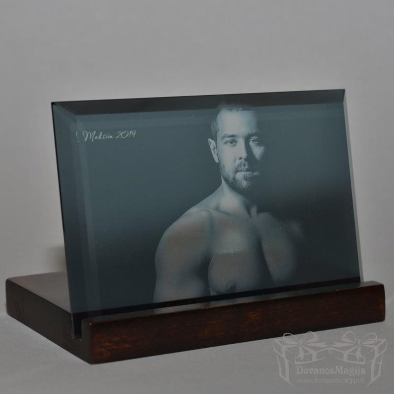 Man Vyras ant stiklo 10x15 cm, darbų galerija