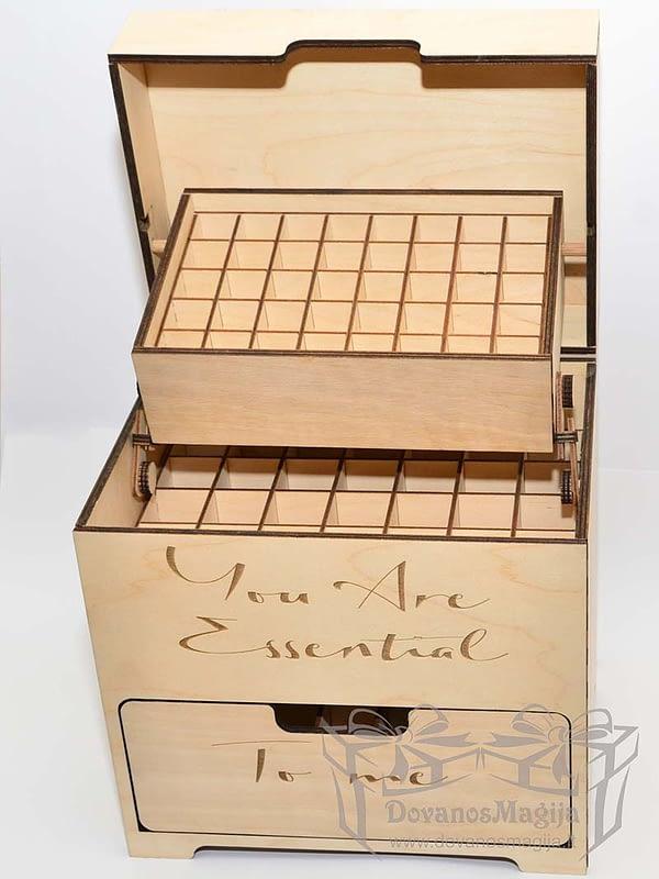 Medinė dėžutė aliejaus buteliukams 20x28x30cm
