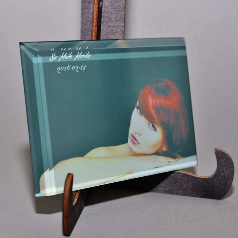 Young lady ant stiklo 10 x 15 x 1 cm, darbų galerija