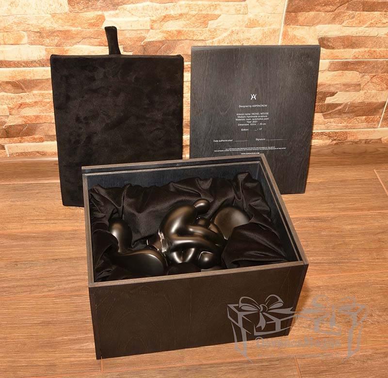 Medinė dėžutė statulėlei su indeklu 30x24xh18cm dažyta