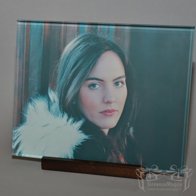 ant stiklo 20x25 cm Mergina , darbų galerija