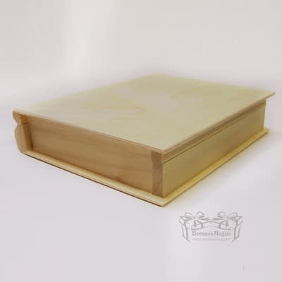 Medinė dėžutė knyga 21x17x6cm Medinė dėžutė knyga 21x17x4cm MedinesDovanos Medinė dėžutė