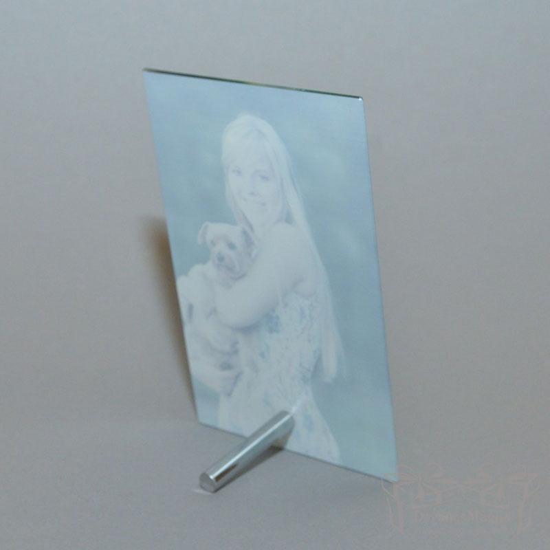 Nuotrauka ant stiklo vertikali