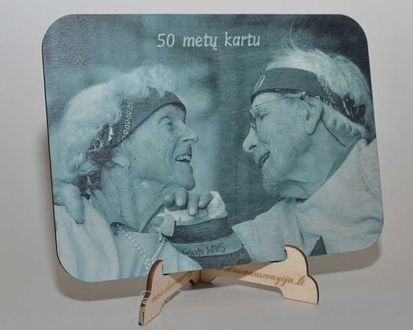 foto dovana medinis foto stovas
